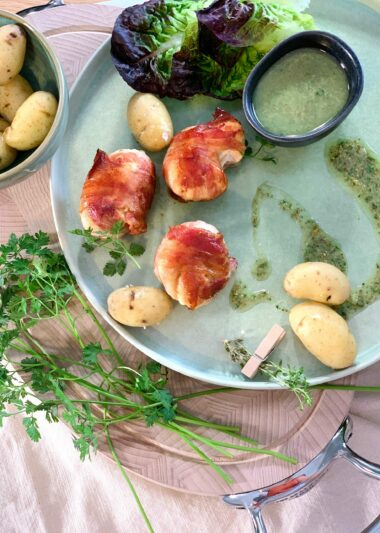 Poulet lardé sauce ravigote